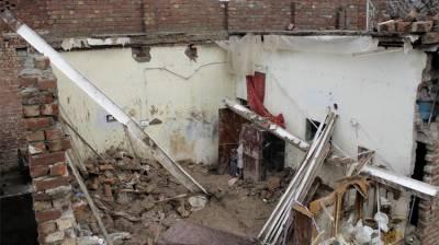 Roof collapse kills 4 in Mardan