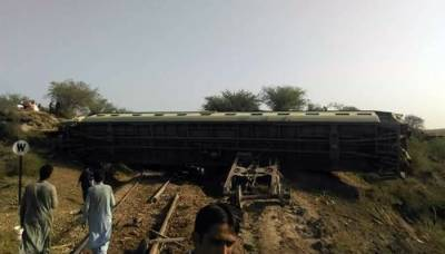 Khushal Khan Express derails, Railways route suspended