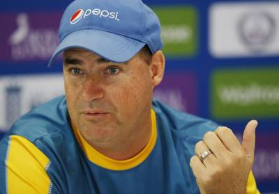 Pakistani coach Mickey Arthur lashes out at players over poor performance against India