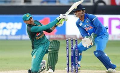 Despite Shoaib Malik heroics, Pakistan fail to set an impressive target against India