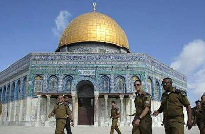 Israeli troops take over Al Aqsa mosque, ban Muslims entry