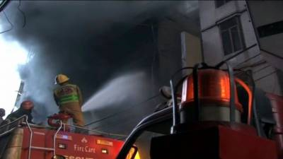 Fire engulfs multi-storey building in Karachi