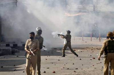 Several injured in Indian troops' firing on protesters in IOK