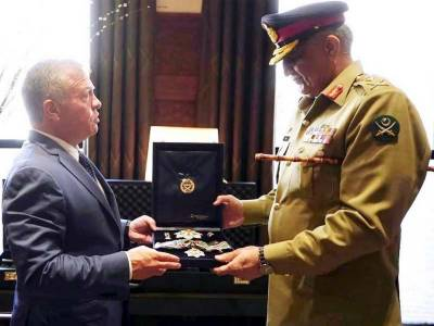 COAS General Qamar Javaid Bajwa awarded with highest military award from King Abdullah II