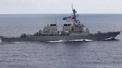 US - Chinese warships face off in South China Sea