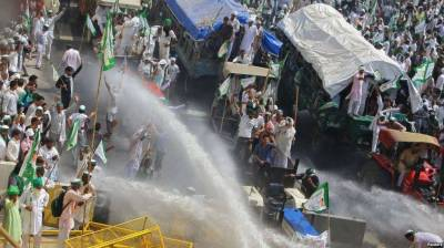 Indian police fire tear gas, water cannon to protesting farmers