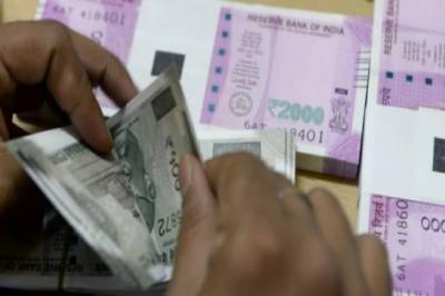 Indian Rupee hits lowest level of its history against US dollar