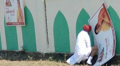 Indian Minister lands in hot waters after caught urinating in public