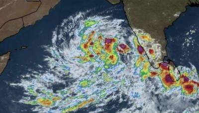 Is cyclone threat finally over for Karachi, Balochistan coastline?
