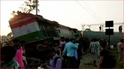 Seven killed after train derails in India