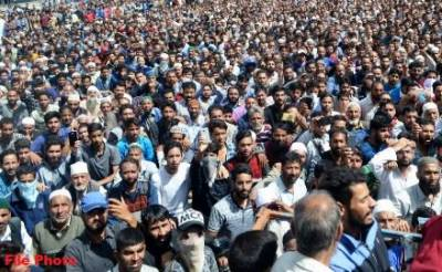 Tens of thousands of Kashmiris attend funeral prayers of martyred freedom fighter
