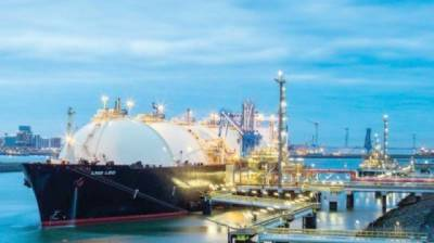 Federal government mulling option of reviewing LNG terminals deals