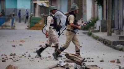 Indian troops, police thrash journalists in Srinagar
