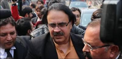 FIA raids Dr Shahid Masood residence in Islamabad