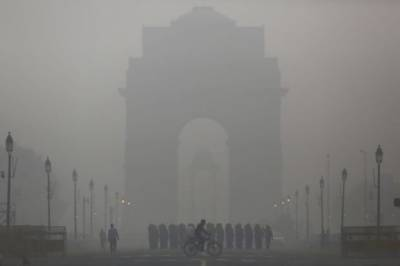 Deadly smog enshrouds New Delhi in a toxic haze