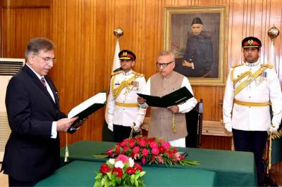 President Alvi administers oath to Haseeb Athar as chairman FPSC