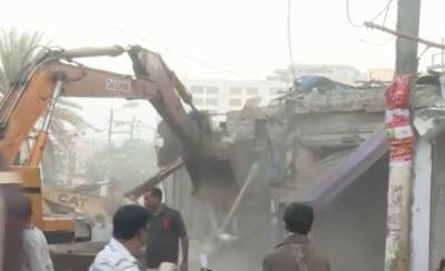 One of the largest anti encroachment operation in the history of Karachi, Over 1000 shops razed
