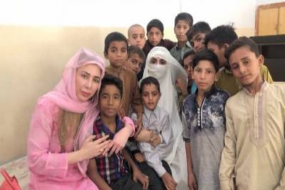 First lady Bushra Bibi mingles with mentally-challenged at Lahore rehabilitation centre