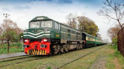 PM approves summary to induct 8000 workers in Pakistan Railways