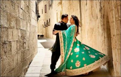 Salman Khan in trouble for hoisting Pakistani flag on Indian soil