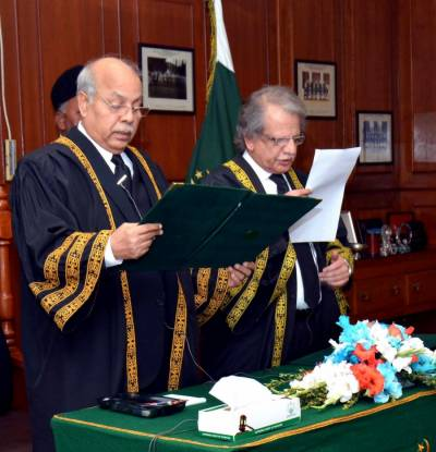 CJP Justice Gulzar Ahmed takes oath as acting Chief Justice of Pakistan