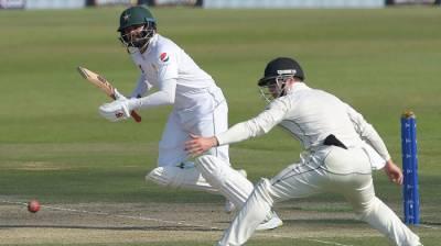 Abu Dhabi : Pakistan 183/3 in reply to New Zealand 274