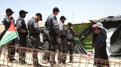Israeli Forces arrest 14 Palestinians in overnight raids