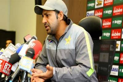 Pakistani skipper Sarfraz Ahmed makes a request to fellow players