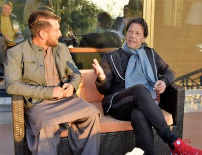 Renowned Leg-spinner Yasir Shah meets Prime Minister in Islamabad