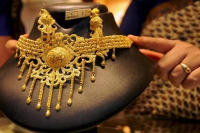 After hitting historic high, Gold prices fell sharply in Pakistan