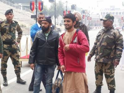 India released two Pakistani nationals from jail
