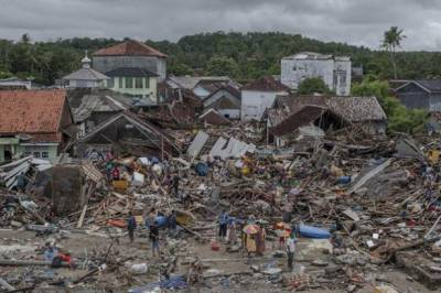 Indonesia Disaster : Hunt for survivors as Indonesian Tsunami death toll to 373