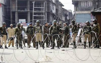 Indian troops fire bullets, pellets at thousands of protesting Kashmiris