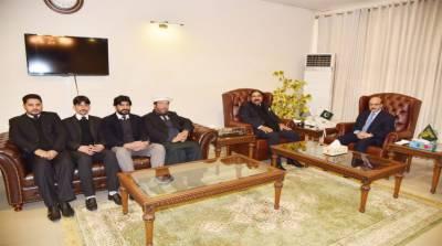 Masood urges lawyers to highlight Kashmir dispute at int'l fora