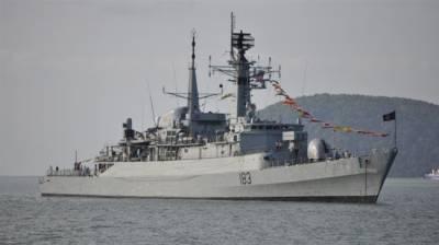 Pakistan Navy fleet given hot reception at Iranian Port
