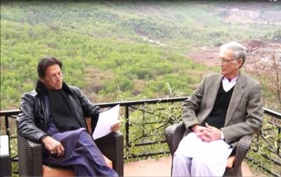 Defence minister, chief minister KP call on PM Imran Khan