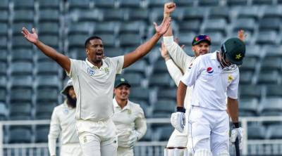 Despite 4 dropped catches and two missed runouts, Pakistan collapsed against South Africa