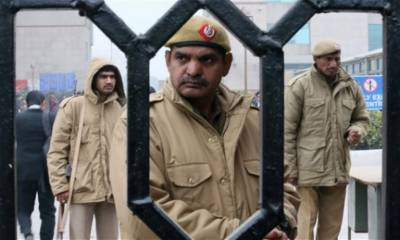 Indian woman arrested from Dehli's India gate for raising Pakistan Zindabad slogan