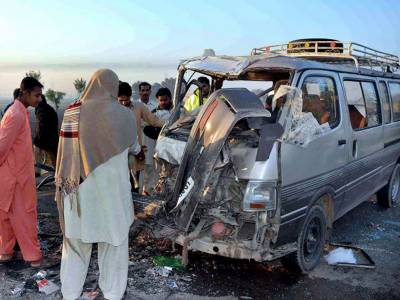 One dead, five injured in Bus-trolley collision in Multan