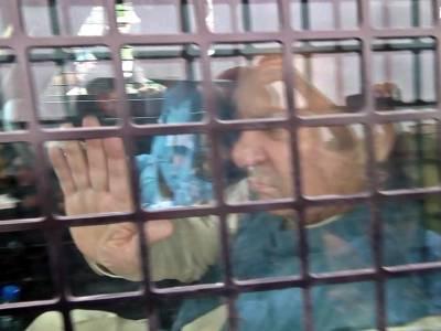 Family members, PML-N leaders meet Nawaz Sharif at Kot Lakhpat jail