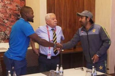 Pakistani Skipper Sarfraz Ahmed personally apologised to South African all rounder