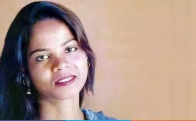 Aasia Bibi finallyi flies off from Pakistan