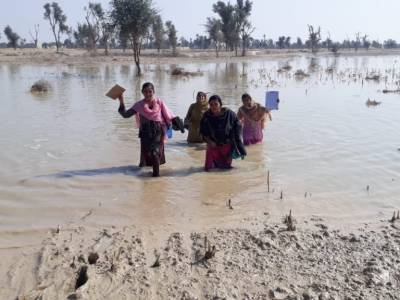 Pakistan female polio worker braces harsh weather for children of the nation