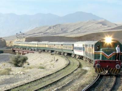 Pakistan Railways Karachi bound train derails