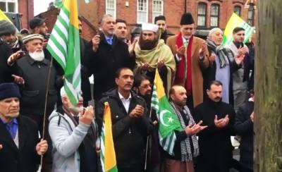Overseas Pakistanis, Kashmiris and Europeans gather at 10 downing against Indian brutalities in IOK