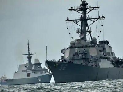Chinese Naval fleet docks at Karachi Port