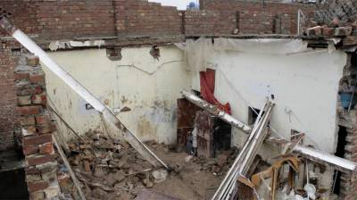 Roof collapse kills two in Sahiwal