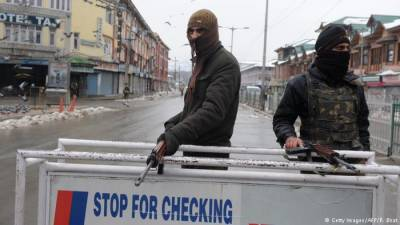 Kashmiri Muslims take refuge in mosque from Hindu Extremists attacks