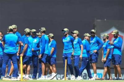 Indian war hysteria enters even cricket ground, players made to wear military camouflage caps