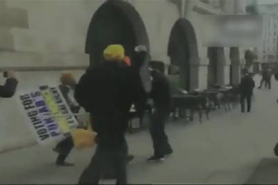 Indian BJP Hindu extremists attack protesting Sikhs and Kashmiris outside Indian High Commission in London